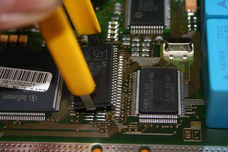 Hoe wordt een Chip ingebouwd?